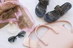 Moda del fondo de los accesorios de la mujer para el verano Fotografía de archivo
