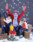 Moda del invierno Cabritos felices adorables Fotografía de archivo