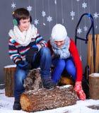 Moda del invierno Cabritos felices adorables Imagen de archivo libre de regalías