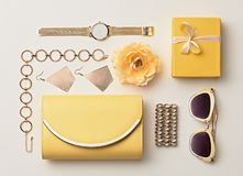 Moda Disposición de los accesorios de la mujer Color en colores pastel Fotos de archivo