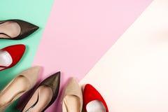 Moda, diversos zapatos de la hembra en los tacones altos Imágenes de archivo libres de regalías