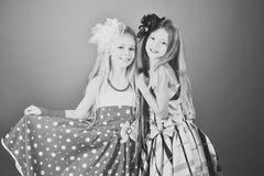 Moda dzieciaka modela fece zakończenie up Twarz żeński dzieciak z szczęśliwą emocją Moda i piękno, mały princess Obraz Stock