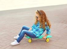Moda dzieciaka pojęcie - elegancki małej dziewczynki dziecko zdjęcie stock