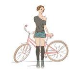 Młoda elegancka kobieta i jej rower Zdjęcia Royalty Free