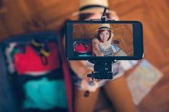 Młoda kobieta bierze selfie Zdjęcia Stock