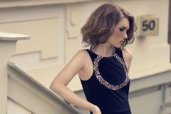 Moda krótkopęd młoda dziewczyna obrazy royalty free