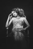 Moda krótkopęd piękna kobieta styl retro czarny white Zdjęcia Royalty Free