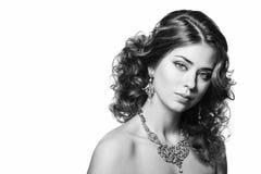Moda krótkopęd piękna kobieta styl retro czarny white Obrazy Royalty Free