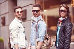Moda młodzi faceci iść robić zakupy Obraz Royalty Free