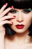 Moda model. Bożych Narodzeń błyskotliwości makijaż, manicure Zdjęcia Royalty Free