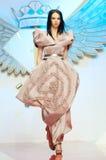 Moda model być ubranym odzieżowego Cristiana & Izabela obrazy stock