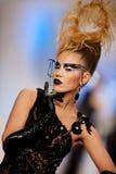 Moda model być ubranym odzieżowego Katalinem Botezatu zdjęcie royalty free