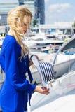 Moda model jest ubranym błękitnego kombinezon Obraz Royalty Free