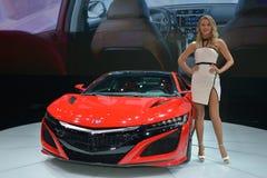 Moda model na ACURA NSX sportscar Obraz Royalty Free
