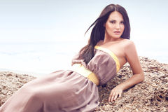Moda model przy plażą Zdjęcie Royalty Free