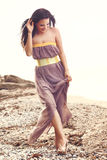 Moda model przy plażą Obrazy Royalty Free