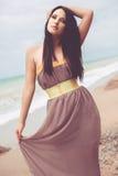 Moda model przy plażą Fotografia Stock