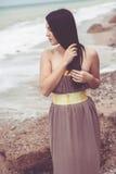 Moda model przy plażą Zdjęcia Stock