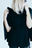 Moda model w rzemiennej odzieży i koszulce zdjęcia stock