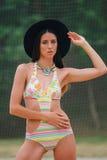 Moda model w swimsuit z błyskową tatuaż bransoletką obraz royalty free