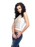 Moda model z długie włosy ubierającym w niebieskich dżinsach Fotografia Stock