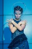 Moda model z futurystyczną fryzurą i makijażem Zdjęcie Stock