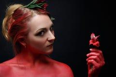 Moda modela dziewczyny portret z kolorowym uzupełniał Obrazy Royalty Free