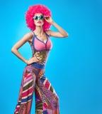Moda modela kobieta, kolorowy splendoru przyjęcia strój Zdjęcia Stock