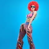 Moda modela kobieta, kolorowy splendoru przyjęcia strój Fotografia Royalty Free