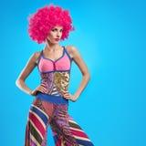 Moda modela kobieta, kolorowy splendoru przyjęcia strój Fotografia Stock