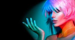 Moda modela kobieta z modnym makeup i manicure'em Zdjęcie Royalty Free