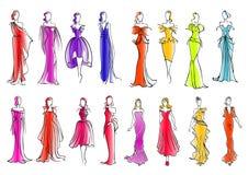 Moda modele w kolorowych sukniach, nakreślenie styl royalty ilustracja
