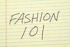 Moda 101 Na Żółtym Legalnym ochraniaczu Obrazy Stock