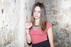 Moda nastolatka piękna młoda dziewczyna plenerowa Zdjęcie Royalty Free
