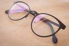 Moda negra del estilo del vintage del marco de las lentes claras Imagenes de archivo