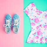 Moda Odzieżowi akcesoria Ustawiający strój minimalizm obraz royalty free