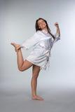 Młoda piękna brunetka w peignoir Fotografia Stock
