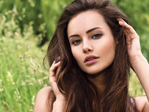 Młoda piękna kobieta z długimi włosami _ Obraz Stock