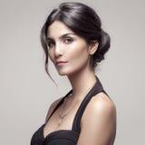 Moda portret Piękna kobieta Z biżuterią. zdjęcie royalty free