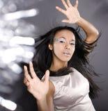Moda portreta piękna lodu damy pluśnięcia światło w studiu, kreatywnie uzupełniali christmass zdjęcia stock