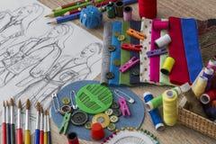 Moda projekta nakreślenie - krawcowa stół obrazy royalty free
