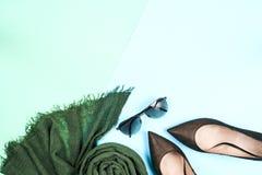 Moda Sistema de la moda de los accesorios de la ropa Gumshoes elegantes femeninos Fotos de archivo libres de regalías