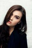 Moda stylowy portret piękna brunetki kobieta Zdjęcie Stock