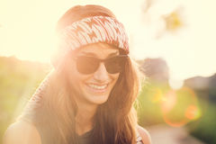 Moda stylu życia portret piękna młoda kobieta zdjęcie stock