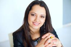 Młoda uśmiechnięta biznesowa kobieta Obrazy Royalty Free