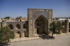 Modari-han Madrasah i det Kosh-Madrasah komplexet Bukhara Uzbekistan askfat royaltyfria bilder