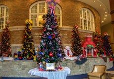 """Modas para los árboles de hoja perenne en el  de Roanoke†del hotel del """"The Fotos de archivo"""
