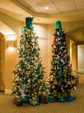 """Modas para los árboles de hoja perenne en el  de Roanoke†del hotel del """"The Foto de archivo"""