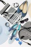 Mode-Accessoires in den Schwarzweiss-- und blauen Farben - Hut Clo Stockfoto
