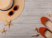 Mode-Accessoires - Hut, Ballettschuhe, orange Farbe der Gläser an Stockfotografie